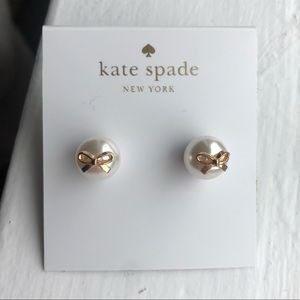 Pearl earrings with bows
